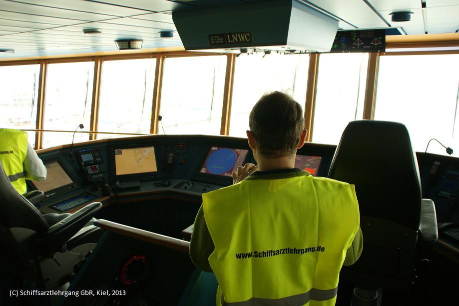 Schiffsarztlehrgang auf Brücke